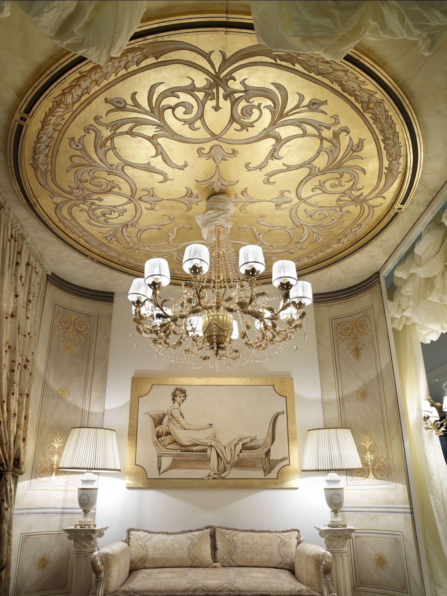 Le meraviglie del soffitto affrescato: nell'immagine uno scatto dell'allestimento Mariani al Salone del Mobile 2010
