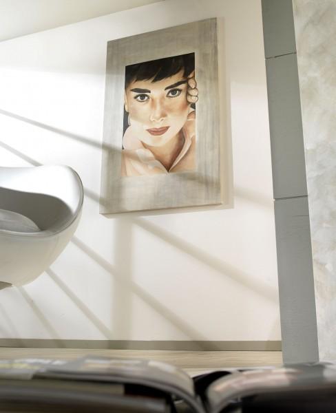 Lo sguardo accattivante di una Audrey Hepburn senza tempo ci fa compagnia a casa nostra