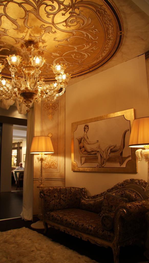 Un'immagine dell'ingresso dell'allestimento Mariani affreschi al Salone del Mobile 2011