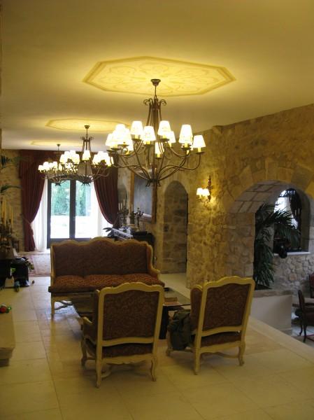 Alcune decorazioni monocromatiche by Mariani Affreschi negli interni della splendida villa spagnola