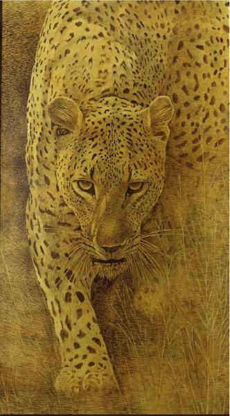 Un leopardo avanza nel cuore caldo dell'Africa