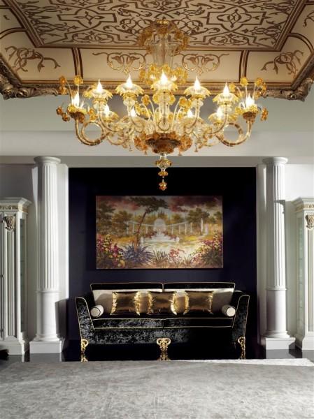 Un soggetto decorativo in foglia oro con struttura in legno Bakokko Group