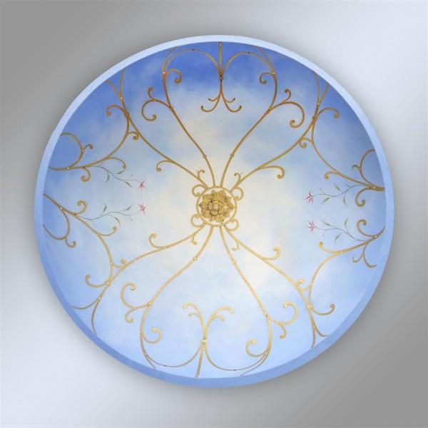Trompe l'oeil con effetto grigliato. La decorazione è impreziosita dall'uso dell'oro e degli swarovski