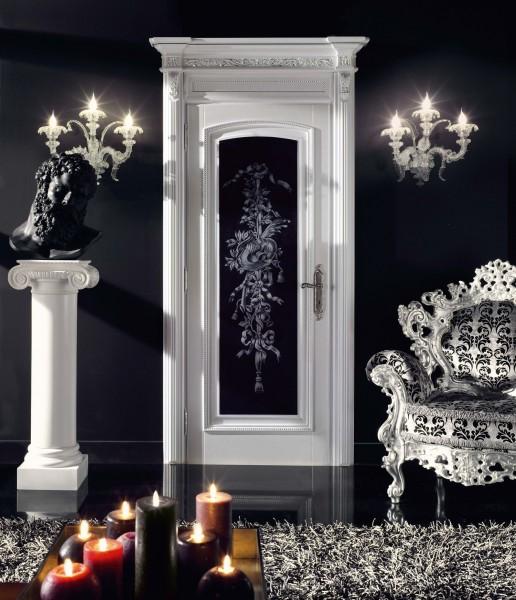 Colore nero ed effetto madreperla rendono contemporaneo questo decoro di ispirazione neoclassica