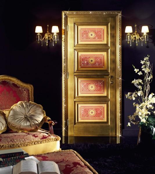 Un gioiello di foglia oro e cristalli
