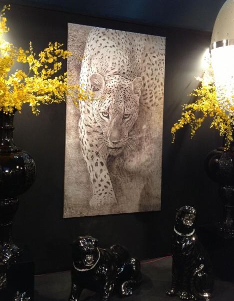 L03-leopardo-su-foglia-argento-collezione-artemariani-nello-stand-di-Ceramiche Trea-salone-del-mobile-2013