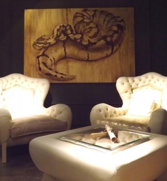 Serpente su foglia oro (art. AM092) della collezione ArteMariani, presso lo stand di Carpanelli