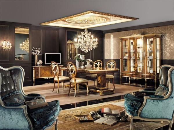 Il soffitto dorato regala luce e prestigio alla sala da pranzo con mobili in legno Decor Royal dei Fratelli Bianchini