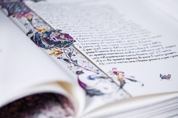 Alcuni particolari del libro, Mariani ha realizzato una tiratura di 150 volumi per questo progetto speciale, uno è stato donato a Papa Francesco