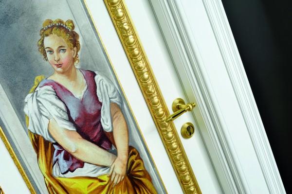 Un particolare della porta Giotto, i colori dell'affresco dialogano con le finiture dorate della porta
