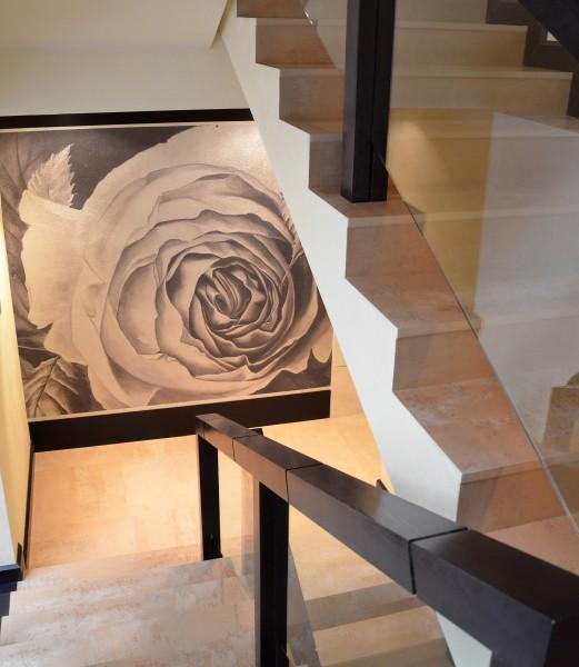 """""""Rosa"""", un'opera della collezione ArteMariani realizzata su fondo in foglia argento"""