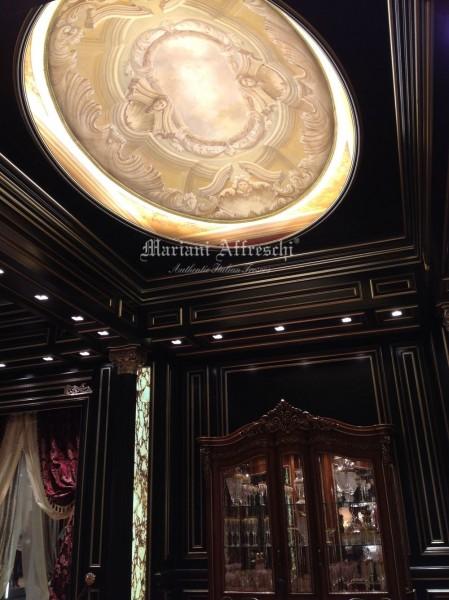 Nello spettacolare stand di Bakokko Group, un inedito soffitto a cupola affrescato dagli artisti di Mariani crea un'apertura verso il cielo, sfruttando i più complessi canoni della pittura trompe l'oeil.