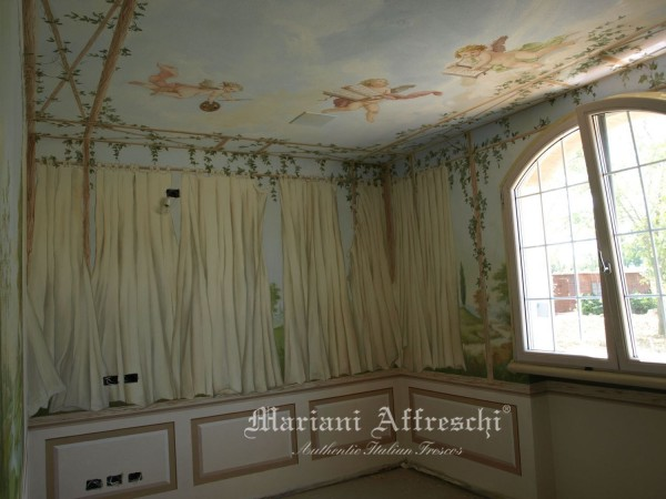 """""""Il giardino dentro casa"""", un classico trompe l'oeil che dalle pareti sale fino al soffitto dove putti in festa volano nel cielo"""