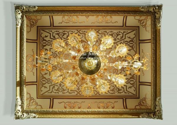 Da un progetto di Mariani con Bakokko Group nasce questo meraviglioso soffitto dorato, assemblabile in componenti in legno