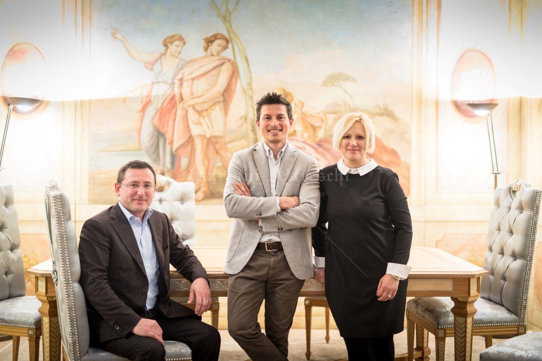 Laura, Alberto ed Alessandro Mariani, titolari di Mariani Affreschi. L'azienda bresciana espone al Salone del Mobile dal 1964