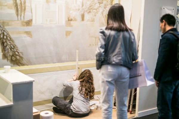 """Dimostrazione artistica """"live"""" nello stand di Mariani Affreschi al Salone del Mobile 2016. Un inedito paesaggio su tela è stato dipinto durante i 6 giorni di fiera"""