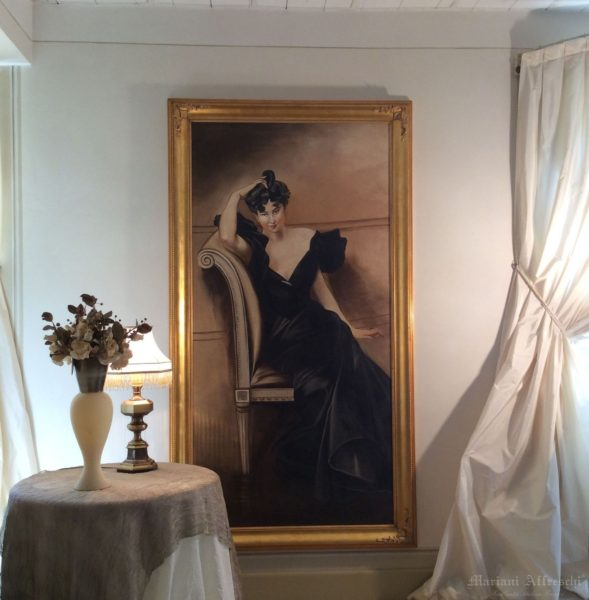 Portrait of a Lady, a fresco inspired by Boldini and inserted in a precious golden frame