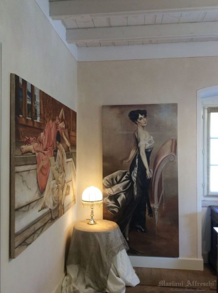 A charming corner, characterised by the portrait of a lady (inspired by Giovanni Boldini, Mrs G. Blummenthal). The beautifully executed fresco is mounted on a frame to be hung like a picture