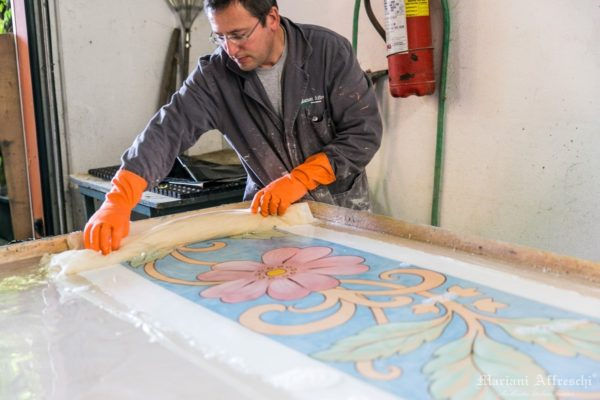 The positive image of the fresco returns on the second canvas. This is known as the Calicot method