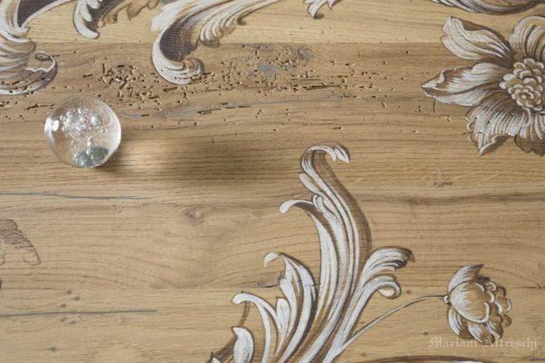 Dettaglio del dipinto sul piano di legno antico-Mariani Affreschi