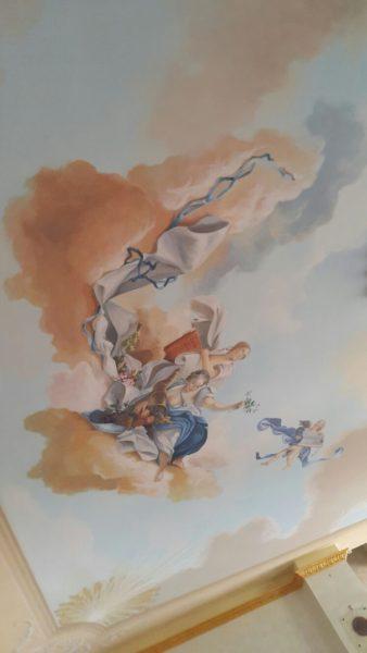 L'affresco in sala, dipinto dagli artisti di Mariani Affreschi