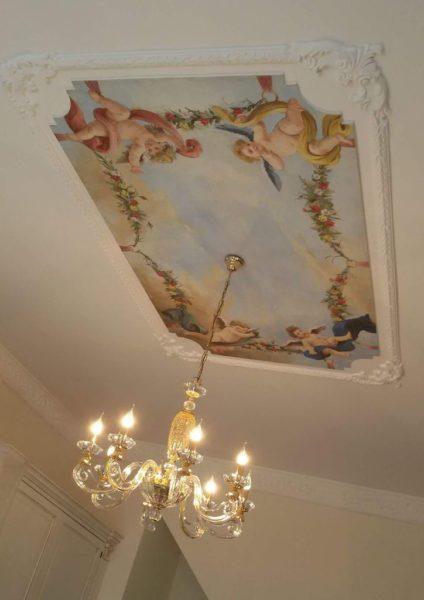 Affresco a soffitto con rappresentazione di quattro amorini
