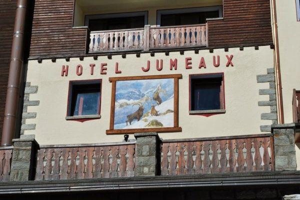Affresco per parete esterna (Hotel Jumeaux, Cervinia)