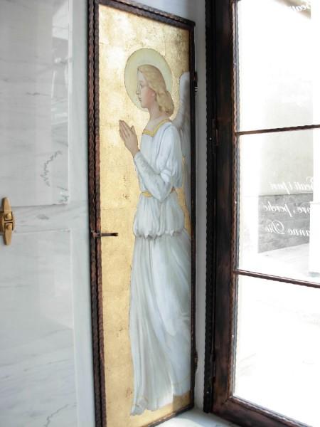 Nell'immagine un affresco realizzato da Mariani Affreschi all'interno di una cappella cimiteriale
