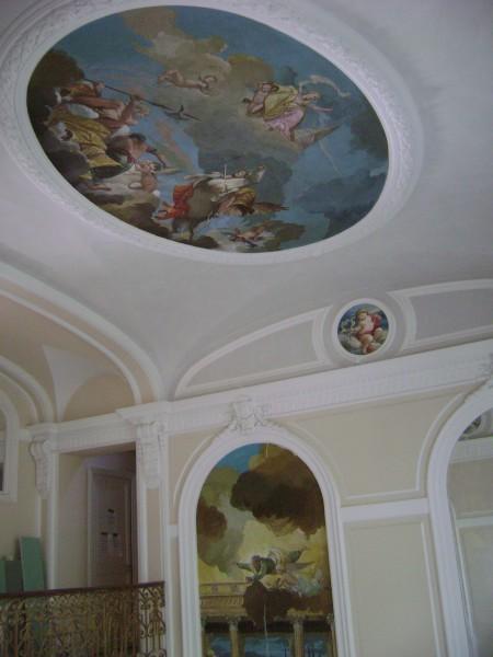 Ecco un affresco a soffitto, i pittori di Mariani su richiesta dei committenti hanno reso la scena più intensa