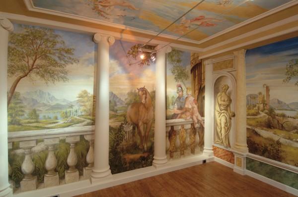 I soggetti dell'affresco realizzato da Mariani Affreschi si ispirano al Tiepolo e al Veronese