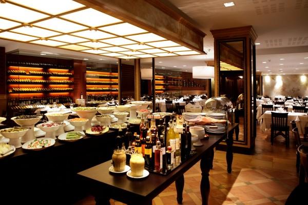Il prelibato buffet del ristorante brasiliano che ha aperto a Milano a novembre 2010