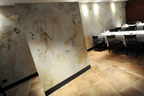 La visual identity di Barbacoa è stata studiata da Simone Mattar, designer brasiliana specializzata nel food design mentre la personalizzazione delle pareti è stata curata da Mariani.
