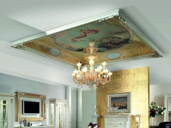 Figure classiche, ispirate agli affreschi del Settecento, animano il soffitto decorato da Mariani