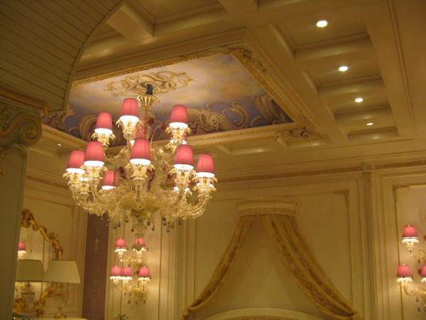 Uno splendido soffitto affrescato by Mariani & Bakokko in esposizione al Salone del Mobile 2012