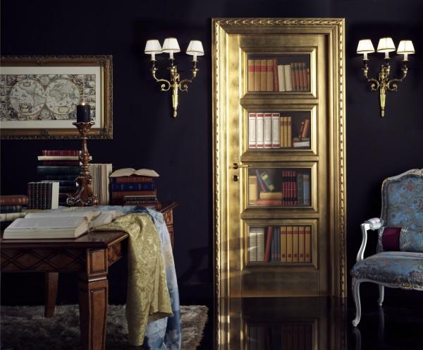 Decorazione trompe l'oeil raffigurante ripiani di libri, impreziosita dai decori in oro e swarovski