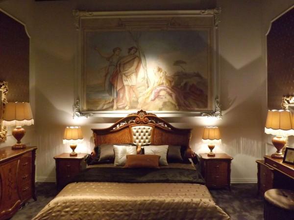 Un affresco di autentico stile classico della collezione Mariani Affreschi, presso lo stand di Signorini & Coco
