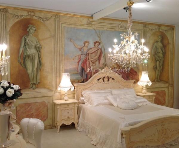 Una grande scenografia ad affresco in stile Tiepolo fa da sfondo alla camera da letto presentata da Barnini Oseo (Gruppo Gimo Export)