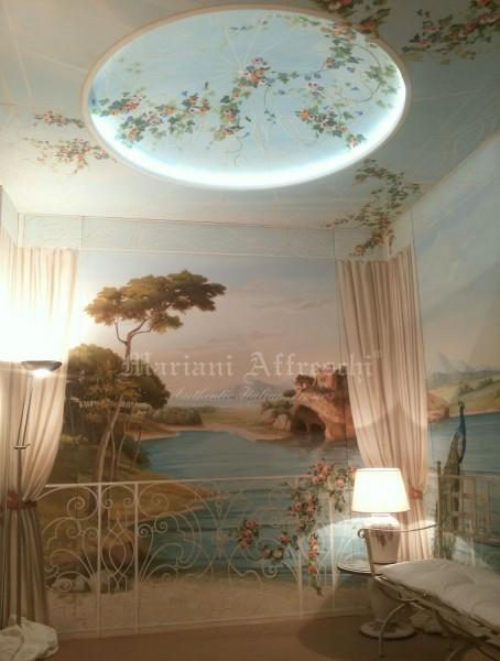 """Un'altra prospettiva della sala """"Veranda"""": un trompe l'oeil di grande respiro. Nell'immagine si nota a soffitto la cupola affrescata, sapientemente dipinta dagli artisti di Mariani Affreschi"""
