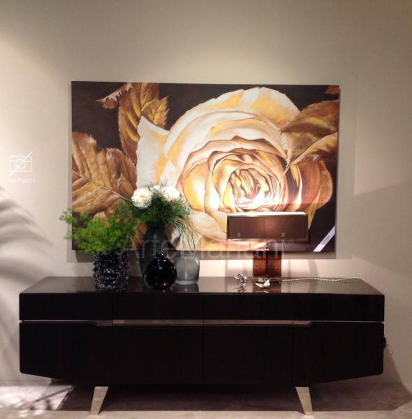 """""""Бронзовая роза"""" от ArteMariani. На фото интерьеры стенда фабрики Alf Italia Arredamenti на Salone del Mobile"""