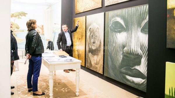 ArteMariani è rappresentata da un'opera simbolo, Il Principe. Nella foto è esposta al Salone del Mobile insieme ad alcuni modelli Animalier in foglia oro e argento