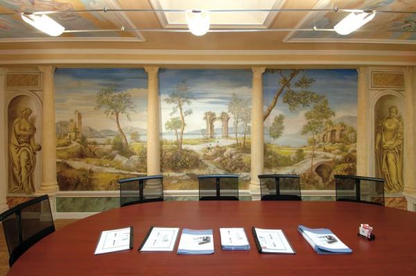 Trompe l'oeil di grande formato rivestono le pareti di una prestigiosa meeting room