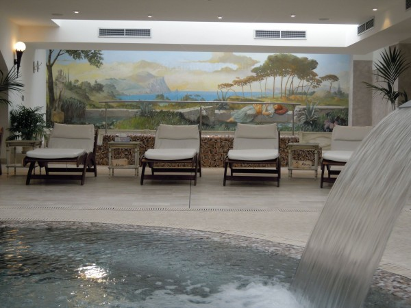 Nella zona relax del Centro Benessere Marisa Borghi, un affresco di Mariani rende unica l'atmosfera per gli ospiti