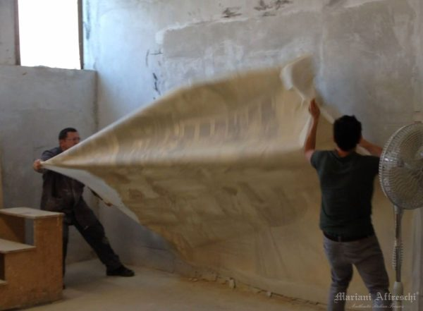 """Фреска """"отрывается» от стены, в соответствии с методикой, которая требует большого опыта и, прежде всего, наличия специализированной лаборатории"""