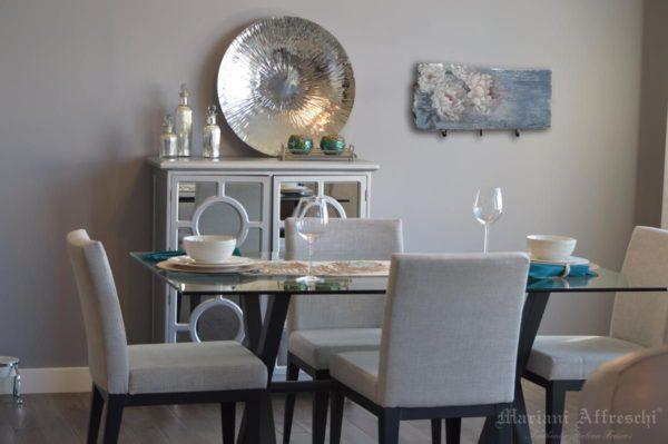 Anche in sala da pranzo gli AppendiArte di Mariani sono oggetti funzionali che conferiscono eleganza e calore all'ambiente