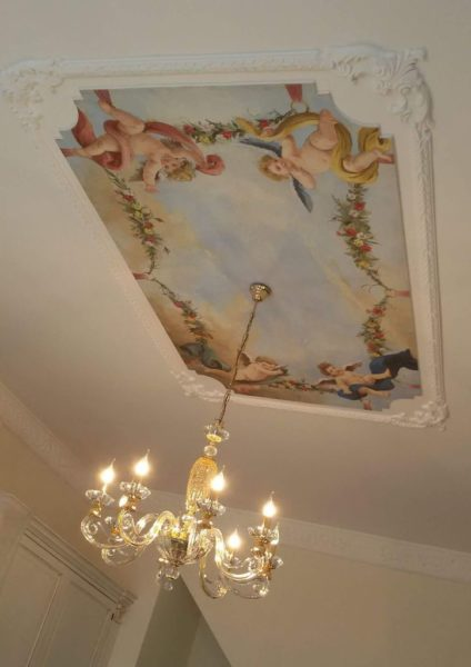 Ceiling fresco with four cherubs