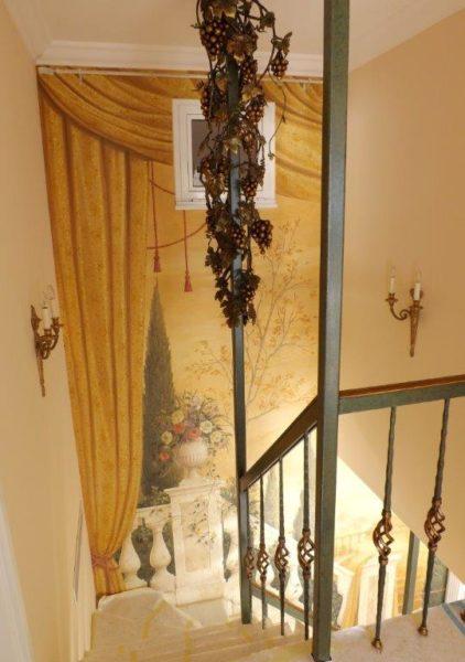Decorazione della scala dipinto in colore bronzo