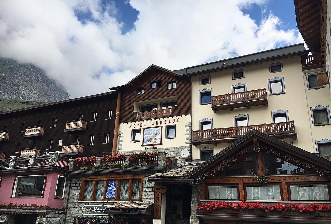01-Hotel Jumeaux-Cervinia-facciata-esterna